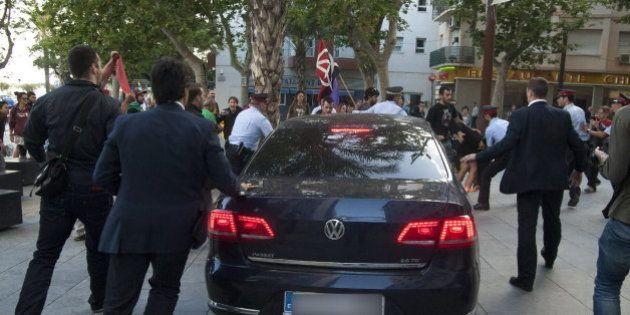 Un detenido por el ataque de manifestantes al coche de Montoro en