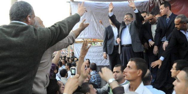 El presidente egipcio, Mohamed Morsi, asegura que su decreto es temporal e insta al