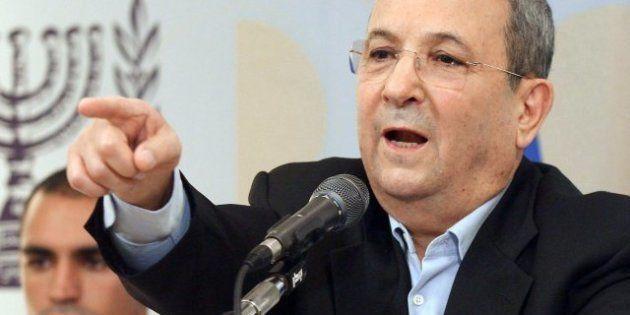 El ministro de Defensa israelí, Ehud Barak, anuncia que su retirada de la