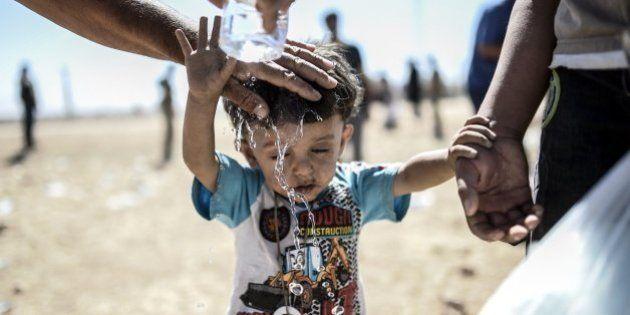 Las duras imágenes de 60.000 kurdos cruzando la frontera con Turquía