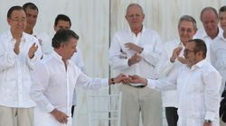 Santos y 'Timochenko' firman el nuevo acuerdo de paz de