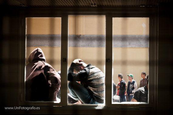 Centros de Internamiento de Extranjeros: Encerrados y sin