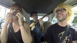 Paseo musical con Aurora & The Betrayers y una parodia de Luz
