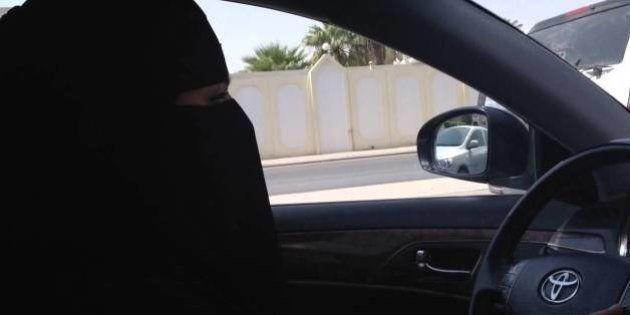 Las mujeres saudíes se registran para votar por primera vez en la