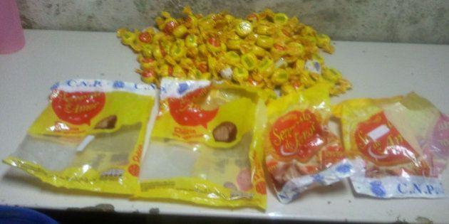 La Policía Nacional intercepta en Barajas cuatro kilos de bombones rellenos de