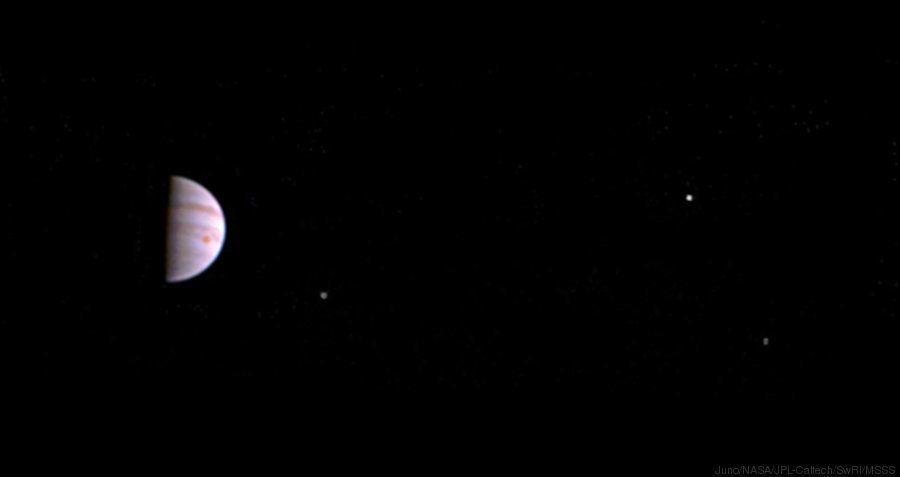 Esta es la primera foto que la sonda Juno ha hecho de