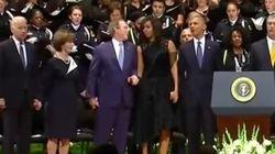 Sí, este es Bush en los funerales de Dallas...