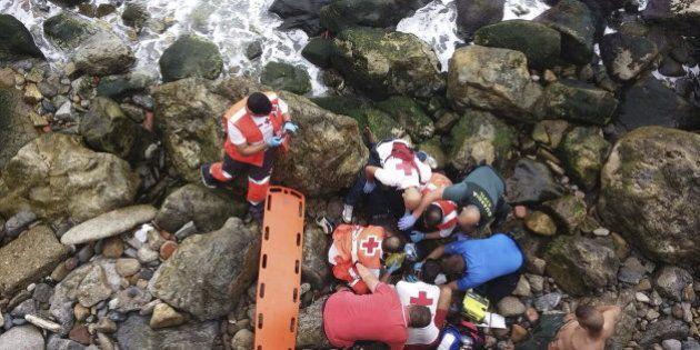 Un inmigrante muere al lanzarse desde una embarcación para alcanzar a nado la costa de