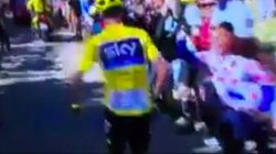 Esperpento en el Tour: ¡ Froome corriendo sin bicicleta!