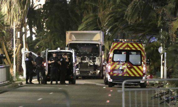 Al menos 84 muertos en Niza al arrollar un camión a una multitud durante la fiesta del 14 de