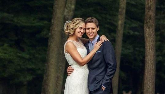Unos invitados inesperados convierten esta foto de boda en
