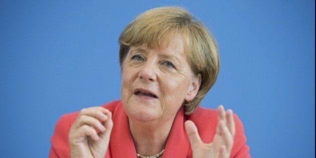 Merkel aboga por revisar Schengen si no hay reparto equitativo de