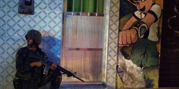 Las imágenes de la ocupación militar de un complejo de favelas en Río