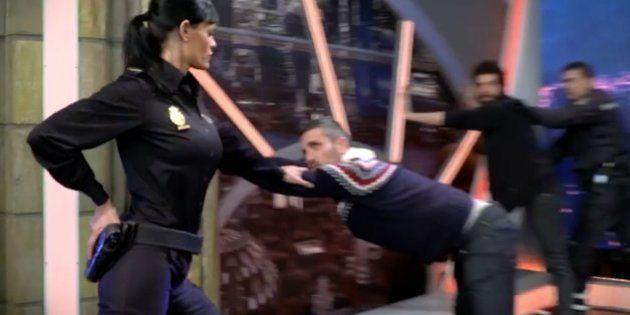 La Policía triunfa con este 'mannequin challenge' en El