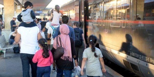 Hungría recibe 1.800 refugiados y Austria registra otros 3.650 de paso hacia