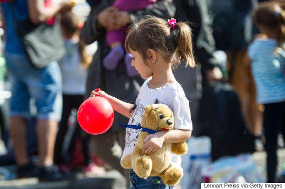 De los antidisturbios en la estación de Budapest al recibimiento con regalos en la de