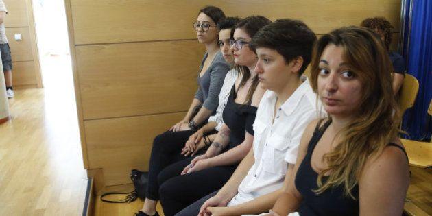 La líder de Femen defiende su 'pacifismo' y acusa a los provida de