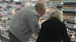 ¿Por qué emociona tanto esta imagen de dos ancianos en un