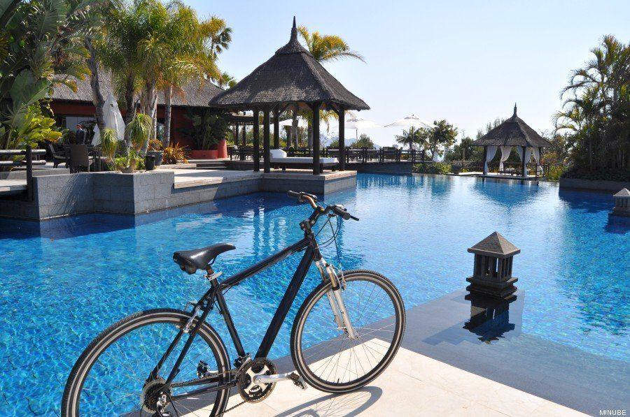 Piscinas de hotel: cómo pasar tus vacaciones sin salir a la