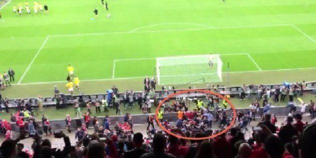 Pelea entre aficionados de Sevilla y Liverpool antes del partido
