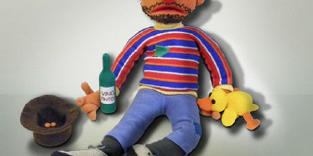 Muñecos De Ganchillo Convertidos En 'juguetes Rotos'