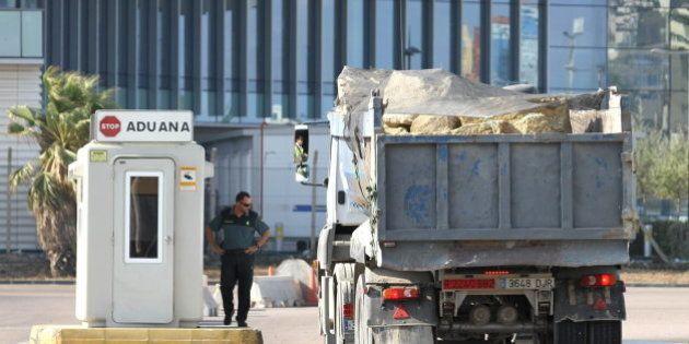 El Gobierno de España prohíbe el paso de camiones con piedras a