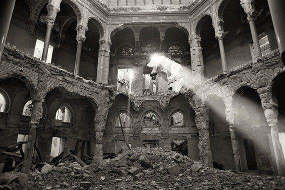 Las ruinas de la biblioteca de Sarajevo, icono de la