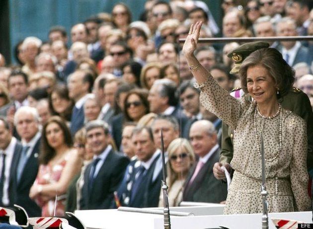 Letizia y la Reina: vestidos discretos en el día de las Fuerzas Armadas