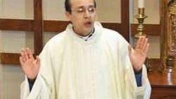 Detenido un sacerdote por perseguir en ropa interior a un