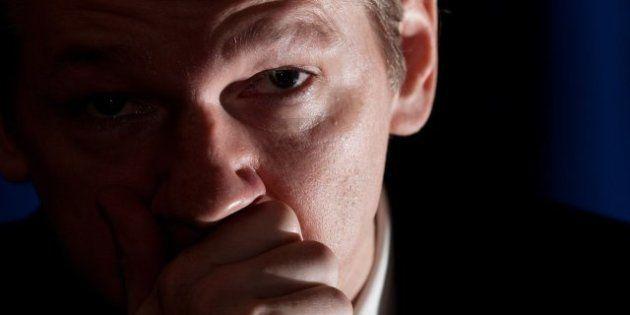 Londres advierte que la decisión de dar asilo a Assange no variará su