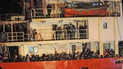 Hallan cerca de Italia un barco con 450 inmigrantes y sin