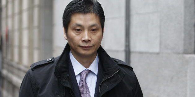La comunidad china reúne 400.000 euros en 93 cheques para que Gao Ping salga de