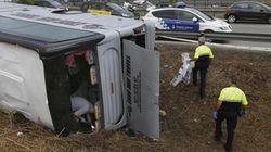 Al menos 23 heridos, tres graves, al volcar un autobús en