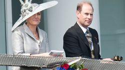 El hijo menor de Isabel II visita