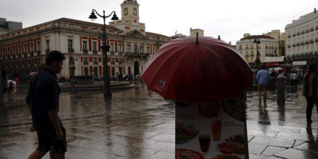 Nubes, lluvias débiles y temperaturas máximas en caída libre hasta el fin de