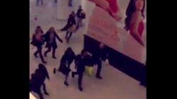 Un hombre con un machete desata el pánico en un centro comercial de