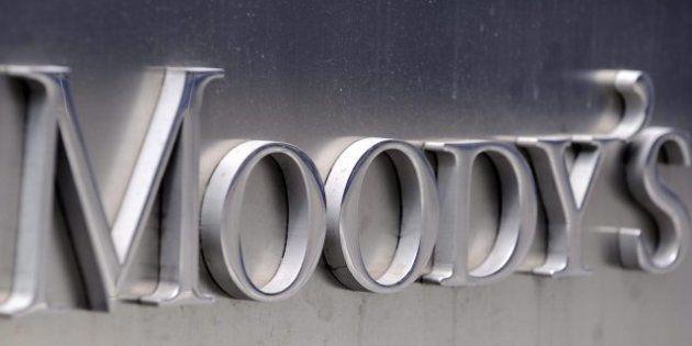 Moody's rebaja por el rescate la nota de España tres