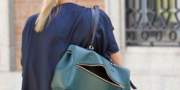 Sharon Stone pasea por Madrid como una turista (con el bolso abierto)