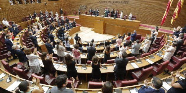 Las Cortes Valencianas acuerdan comprar 99 móviles iPhone 6 por 64.200