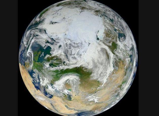 La Tierra, vista desde el Ártico: la NASA capta la canica azul de blanco