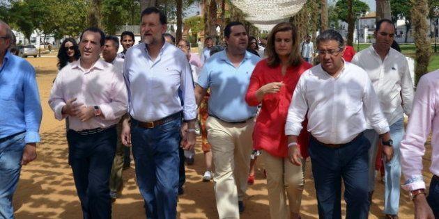Rajoy visita el Rocío Chico en la localidad onubense de Almonte junto a la ministra