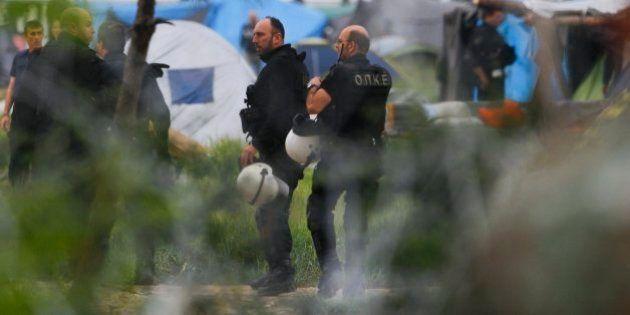 La Policía griega comienza a desalojar el campo de refugiados de