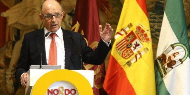 Montoro rectifica y eleva a 180.000 euros la exención de tributar de las indemnizaciones por