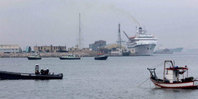 Cinco pesqueros salen a faenar cerca de Gibraltar escoltados por la Guardia