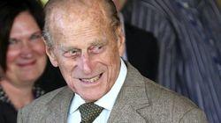 El duque de Edimburgo vuelve a casa después de ser