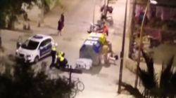 Investigan la detención violenta de cuatro mossos a un joven