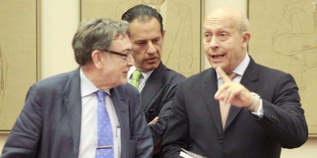 Wert afirma que ha subido un 20% las becas y el PSOE le acusa de