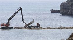 España denuncia la construcción de un espigón artificial en