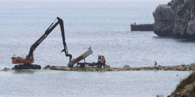 España denuncia ante la Comisión Europea la construcción de un espigón artificial en