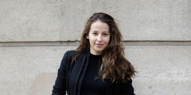 La actriz Irene Escolar la lía en Twitter por una